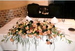 メインテーブルのアレンジの写真